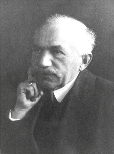 Lorenz Hiltner defined the rhizosphere in 1902.